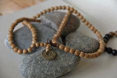 collier hommes bouddhiste 108 perles de bois (ou bracelet multirangs ) : Bijoux pour hommes par made-with-love-in-aiacciu