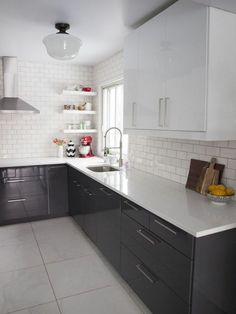Trendy kitchen countertops with white cabinets soapstone subway tiles ideas High Gloss Kitchen Cabinets, Glossy Kitchen, Modern Kitchen Sinks, Diy Kitchen Cabinets, New Kitchen, Kitchen Decor, White Cabinets, Bathroom Modern, Upper Cabinets
