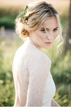 Peach colored wedding impressions, dress: Elfenkleid, photo: Marie Bleyer