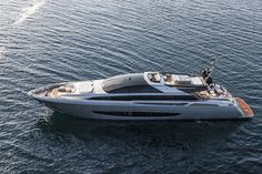 The Italian icon of the world yachting industry, Riva, unveiled this year its new flagship:the superyacht 122' Mythos,an over 35 ton aluminum construction of 37 meter overall length and 7.60 meter beam,the largest yacht in the world ever produced by the historical Italian brand.Globallyknown for its legendary wooden motor yachts