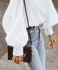 Statement wide sleeves and high waisted jeans