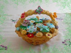 CESTINO DI PASTA DI PANE E CUPCAKES <3 #dolceesalatorelax #creareconpassioneeamore #cestino #bag #pane #bread #handcrafted #crochet #uncinetto #muffin #cook #cupcake #spring #homemade #cestino #crocheting #cool #cook #primavera #homemadebread #homemadecake #lemaddine #madeinfacebook
