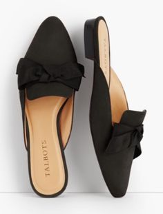Talbots: Edison Bow Mules Kid Suede - Talbots: Edison Bow Mules Kid Suede Source by sandrasalewski - Pretty Shoes, Beautiful Shoes, Crazy Shoes, Me Too Shoes, Shoe Boots, Shoes Sandals, Mules Shoes Flat, Suede Shoes, How To Have Style