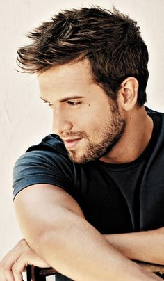 there is something about men who play the guitar , Pablo Alboran Mens Facial, Facial Hair, Sharp Dressed Man, Well Dressed Men, Sexy Bart, Moustaches, Hair And Beard Styles, Attractive Men, Male Beauty