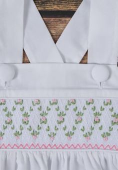 A sweet white flower dress with ruffle straps and criss cross back. Smocking Baby, Smocking Plates, Smocking Patterns, Preppy Dresses, Cute Girl Dresses, Punto Smok, Baby Shawl, Baby Dress Design, Smocks