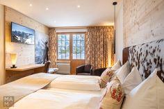 Hotelphotography for the Hotel Alpenruh in Mürren, Switzerland Corporate Fotografie, Decor Interior Design, Interior Decorating, Switzerland Hotels, Das Hotel, Restaurant, Lightroom, Bed, Photography