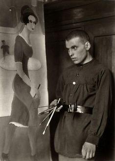 August Sander Painter [Gottfried Brockmann], 1924 © Die Photographische Sammlung/SK Stiftung Kultur, August Sander Archiv, Köln; ARS, NY