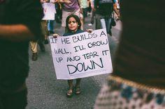 El mensaje en la pancarta de un niño símbolo contra la política migratoria de Trump