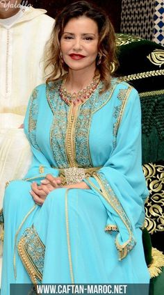Takchita de lalla meryem, takchita de princesse du maroc, takchita de princesse marocaine.Takchita sari bleu ciel de princesse lalla meryem avec ceinture.