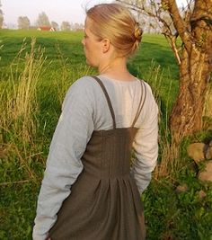 """""""This apron dress has pleats in the front in addition to the sewn-down pleats shown here in the back."""" 'Uldkonen's version of the Köstrup apron dress."""