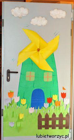 Wiatrak - dekoracja drzwi przedszkolnej sali dydaktycznej ;)  #wiatrak   #mlyn   #wiosna   #dekoracjadrzwi   #przedszkole   #dekoracjawiosenna   #lubietworzyc   #handmade   #DIY   #spring   #kindergarten   #preschool   #craft   #papercraft   #mill   #windmill   #doordecoration   #springdecoration