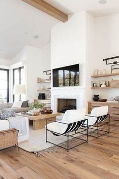Living Room Interior, Home Living Room, Home Interior Design, Living Room Designs, Living Room Decor, Small Living Rooms, Stylish Living Rooms, Living Room Shelving, Dining Room Shelves