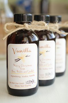 DIY Homemade Vanilla Extract-Recipe,printable labels and site to get the jars. Homemade Spices, Homemade Gifts, Diy Gifts, Homemade Syrup, Homemade Seasonings, Homemade Food, Vanilla Extract Recipe, Vanilla Flavoring, Cuisines Diy