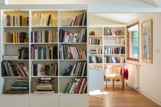 Built-in bibliothèque / book shelf – Valentine Bärg Architectures Bookshelves, Bookcase, World Of Books, Architecture, Building, Shelf, Home Decor, Arquitetura, Bookcases