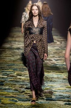 Dries Van Noten - Collection Printemps/Eté 15 on Trends Periodical
