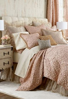 Blush bedding with beautiful texture http://rstyle.me/n/nvhqan2bn