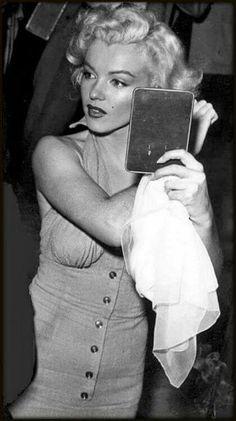 Marilyn holding an IPad hehehe