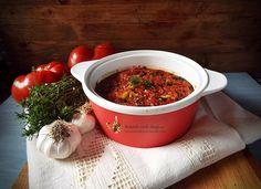 Mancare greceasca de cartofi si dovlecei de post | Retetele mele dragi Chili, Salsa, Food And Drink, Beef, Vegetables, Healthy, Ethnic Recipes, Greece, Recipes