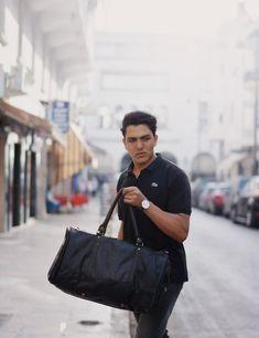 Black leather weekend bag for men.