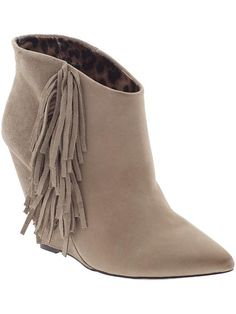Fringe ankle bootie for fall street fashion