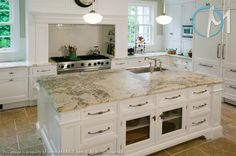 Modern design and brightness in this kitchen bring out the rich veining in the Bianco Romano granite countertops.