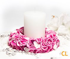 Kranz in pink-weiss Wreath in pink and white Trends, Pillar Candles, Candle Holders, Wreaths, Pink, Hobbies, Handarbeit, Crafting, Ideas