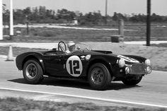 Phil Hill sur la seule Cobra survivante des 12 HEURES DE SEBRING EN 1963 ... CSX 2127