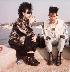 New fashion grunge punk ideas Vintage Goth, Vintage Jeans, Look Vintage, 80s Punk Fashion, Grunge Fashion, Trendy Fashion, Fall Fashion, Rock Fashion, Jeans Fashion