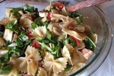 Deliciosa #receta de pasta, tomate, queso y rúcula.