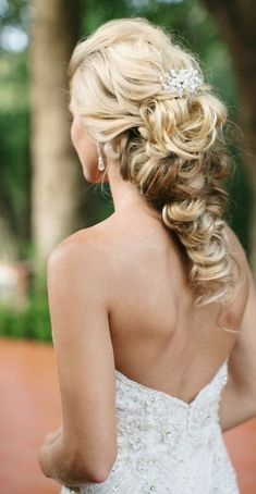 Wedding Hairstyles :   Illustration   Description   Featured photographer: Damaris Mia Photography    -Read More –   - #WeddingHairstyle https://adlmag.net/2018/01/13/wedding-hairstyles-featured-photographer-damaris-mia-photography-2/