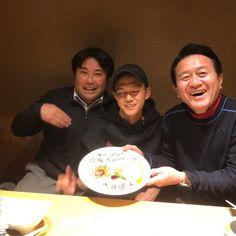 """Suguru Osako on Instagram: """"レジェンドお二方にお祝いして頂きましたー!! 1枚目が目を開いてなかったので、2枚目に空いてるものを載せています。😂 #レジェンド #早稲田 #waseda"""""""