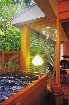 (Awazu onsen, Komatsu-shi, Ishikawa-ken) This is a delightful little old spa town where one can enjoy strolling about in your yukata. and enjoy the Japan Sea perspective. Asian Bathroom, Japanese Bathroom, Japanese Hot Springs, Japanese Style House, Relaxation Room, Modern Shower, Bathroom Layout, Yukata, Japanese Apron