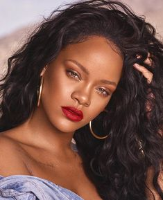 Rihanna is a woman of many talents. She's a spectacular singer, an amazing business woman, and she has this incredible ability to make me spend all my paychecks on Fenty Beauty products. Rihanna Mode, Moda Rihanna, Rihanna Riri, Rihanna Style, Rihanna Fenty Beauty, Rihanna Baby, Best Of Rihanna, Rihanna Outfits, Up Dos