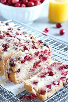 Vegan Cranberry Orange Loaf Cake is perfect for the holidays - made with dairy free almond milk (Vegan Cake Almond) Dessert Oreo, Dessert Recipes, Brunch Recipes, Bread Recipes, Dessert Food, Cake Recipes, Vegan Christmas Desserts, Vegan Christmas Dinner, Christmas Breakfast