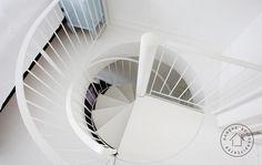 Billedresultat for spindeltrappe Stairs, Home Appliances, Mirror, Furniture, Design, Home Decor, Remodeling, Loft, Books