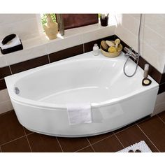 Baignoire d'angle en Acryl Amande, great design for small spaces Bathtubs For Small Bathrooms, Corner Tub, Small Tub, Dream House Interior, Bathroom Inspiration, Bathroom Ideas, Bathroom Designs, Jacuzzi, Living Room Designs