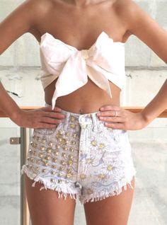 Love this for a summer beach/bikini top!