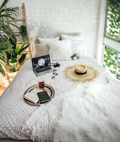 """24.1 tusind Synes godt om, 194 kommentarer – Tara Milk Tea (@taramilktea) på Instagram: """"New new. Feeling fresh at home with my brand new @koalamattress ☘️"""""""