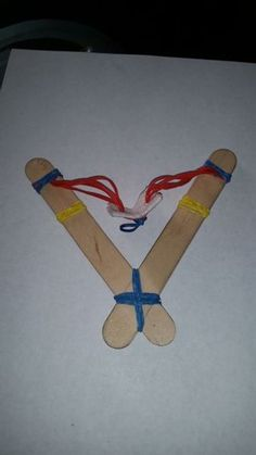 Picture of Easy Build Rubber Band Slingshot! No Adhesives! Bible Crafts For Kids, Vbs Crafts, Camping Crafts, Craft Stick Crafts, Diy For Kids, Camping Site, Family Camping, David And Goliath Craft, David Und Goliath