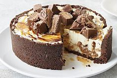 9 indulgent mars bar recipes to satisfy your sweet tooth - Mars Bar Cheesecake Tim Tam Cheesecake, Salted Caramel Cheesecake, Cheesecake Bars, Cheesecake Recipes, Baked Chocolate Cheesecake, Bar Mars, Mars Bar Cake, Mars Bar Slice, Gastronomia