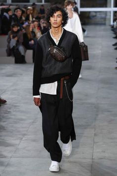 Louis Vuitton FW17.  menswear mnswr mens style mens fashion fashion style louisvuitton supreme runway