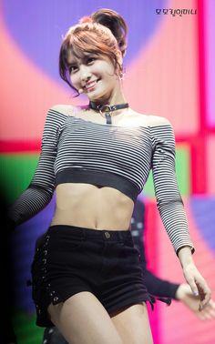 Kpop Girl Groups, Korean Girl Groups, Kpop Girls, Youtube Blackpink, Arabic Jokes, Abs, Crop Tops, Women, Fashion