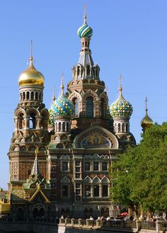 Church of the Savior on spilled blood, St. Petersburg, Russia - this truly is magnificent. The colors and detail are magnificent. Russian Architecture, Classical Architecture, Places Ive Been, Places To Visit, St Petersburg Russia, World Cities, A Whole New World, Plein Air, Taj Mahal