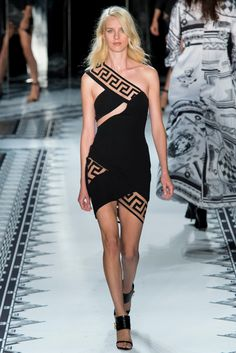 Versus Versace Spring 2015 Ready-to-Wear Fashion Show - Julia Frauche