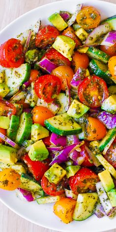 Tomato Cucumber Avocado Salad with Basil Pesto - Healthy, Mediterranean recipe with lots of fresh vegetables. This recipe uses just a few ingredients, it's easy to make, and the salad looks beautiful on the Cucumber Avocado Salad, Pesto Salad, Avocado Salat, Zucchini Salad, Fresh Avocado, Chickpea Salad, Avocado Salad Recipes, Caesar Salad, Spinach Salad