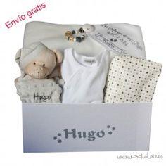 Cesta regalo para bebé con los accesorios de bebé más utilizados. Personalized Gifts, Newborn Baby Gifts, Gift Shops, Baskets