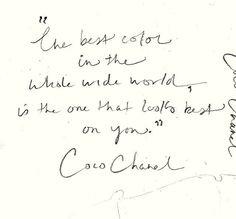 Coco chanel escribió notas pero sobre todo tuvo el HABITO de enunciar las mas celebres frases sobre la elegancia, la belleza, el lujo, y la moda. e inspirada en los HABITOS del convento orfanato donde se educo, posiciono los vestidos blanco y negro emblema de su firma.