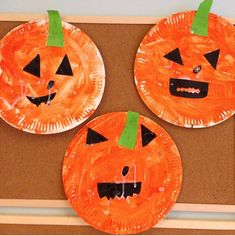Paper plate pumpkins craft for Halloween. Easy craft for toddlers and preschoolers to do themselves.
