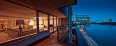 Nuancen Von Braun Und Grau Prägen Eine Moderne Wohnung In Bratislava