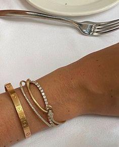 Dainty Jewelry, Cute Jewelry, Luxury Jewelry, Silver Jewelry, Jewelry Accessories, Fashion Accessories, Fashion Jewelry, Accesorios Casual, Cartier Love Bracelet